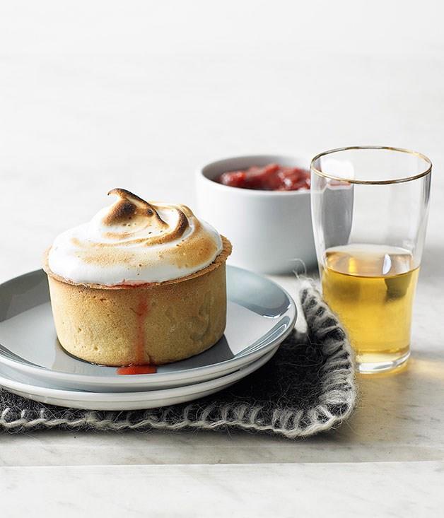 **Little rhubarb meringue pies**
