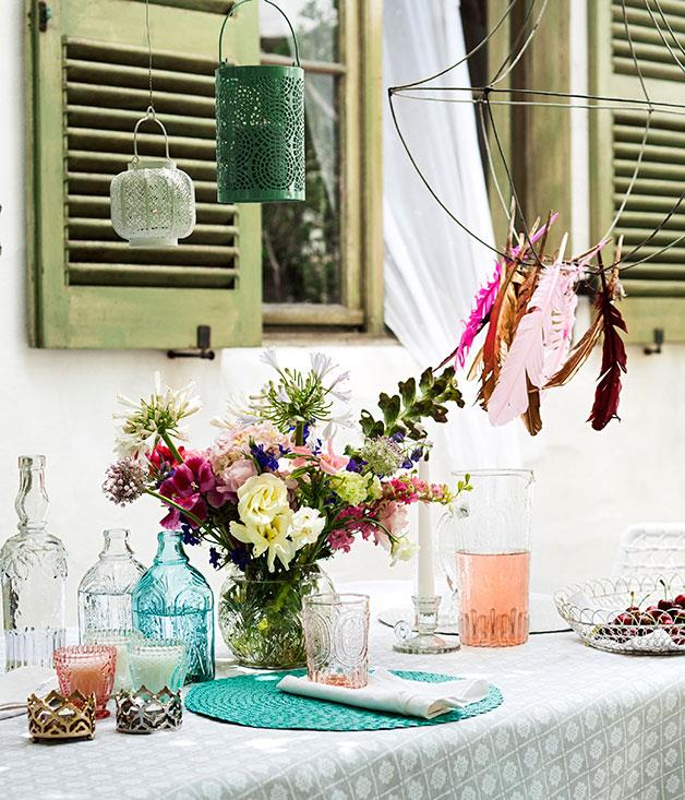 **Light entertainment** Pastel-hued glass and table accessories, perfect for outdoor entertaining.