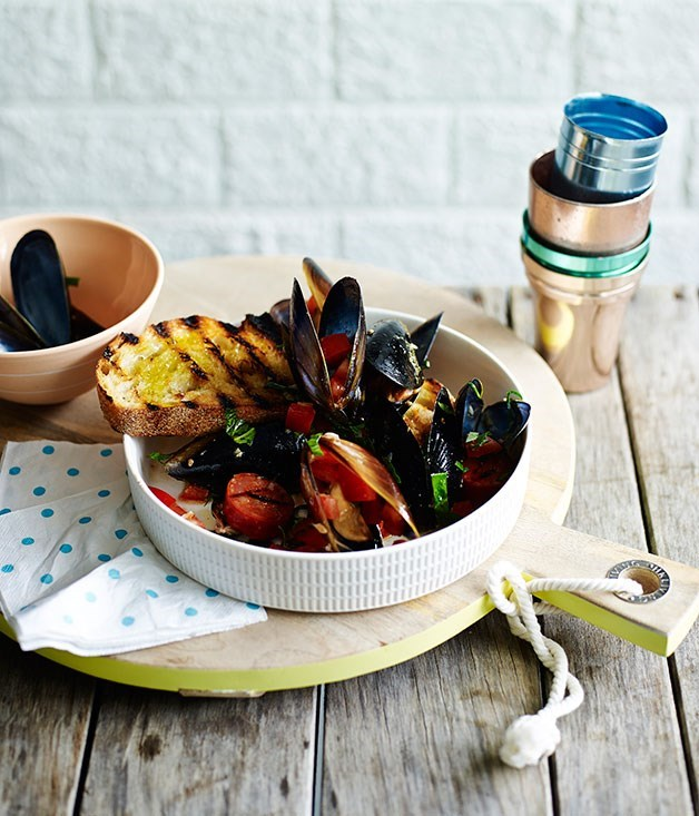 **Barbecued mussels with chorizo and toast**