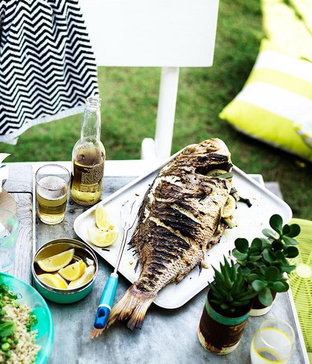 **Whole barbecued fish with lemon**