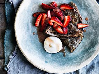 Rose jam with strawberries and buckwheat crêpes