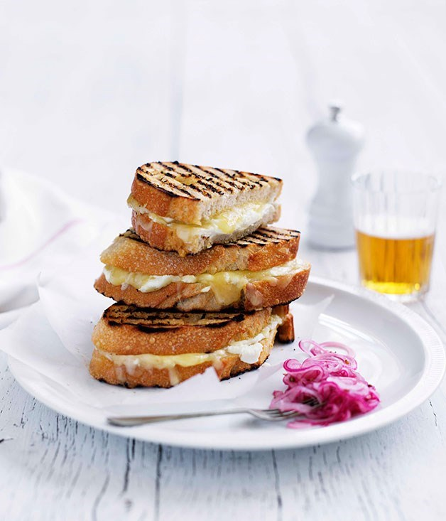 **Grilled cheese sandwich with pickled Spanish onion**