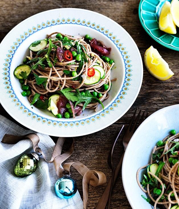 "[**Tuna, zucchini and pea spaghetti**](https://www.gourmettraveller.com.au/recipes/fast-recipes/tuna-zucchini-and-pea-spaghetti-13667 target=""_blank"")"