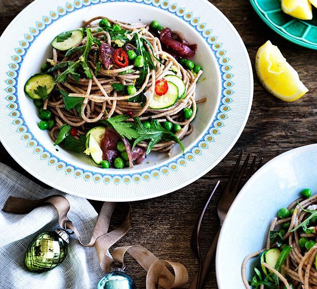 Tuna, zucchini and pea spaghetti