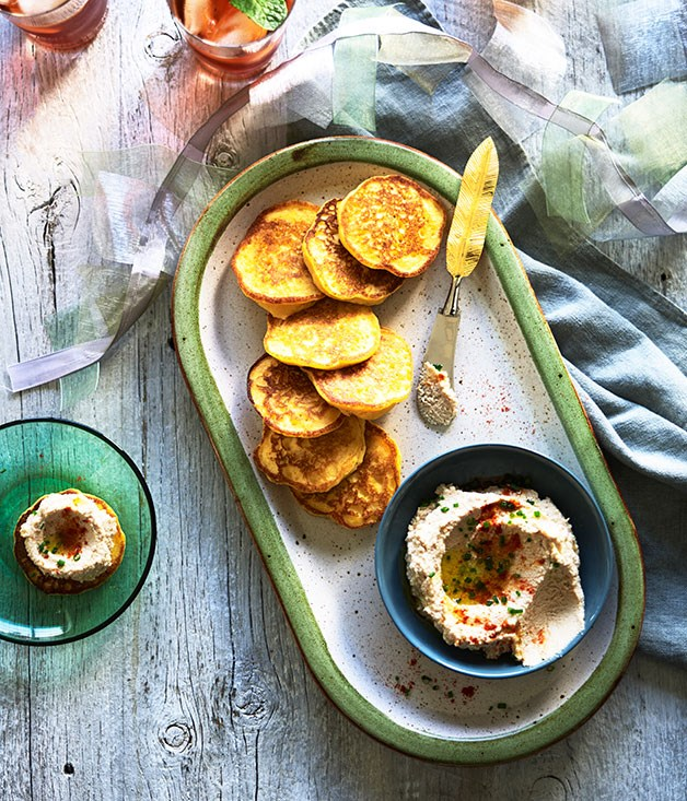 Carolina rice cakes with boiled-peanut hummus