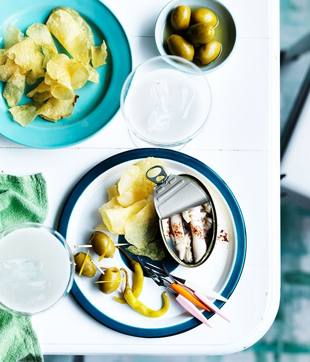 "**[Razor clams with Lillet Blanc and Tio Pepe](https://www.gourmettraveller.com.au/recipes/chefs-recipes/razor-clams-with-lillet-blanc-and-tio-pepe-9250|target=""_blank"")**"