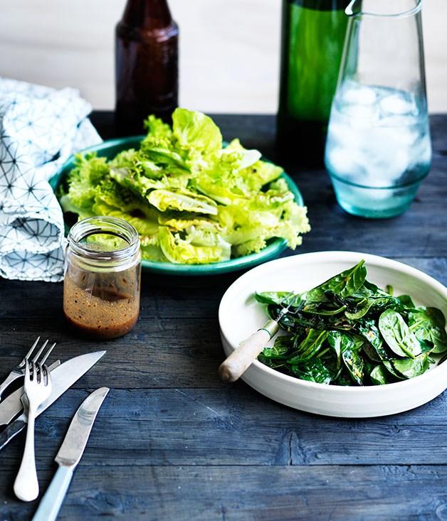 Green salad with vinaigrette