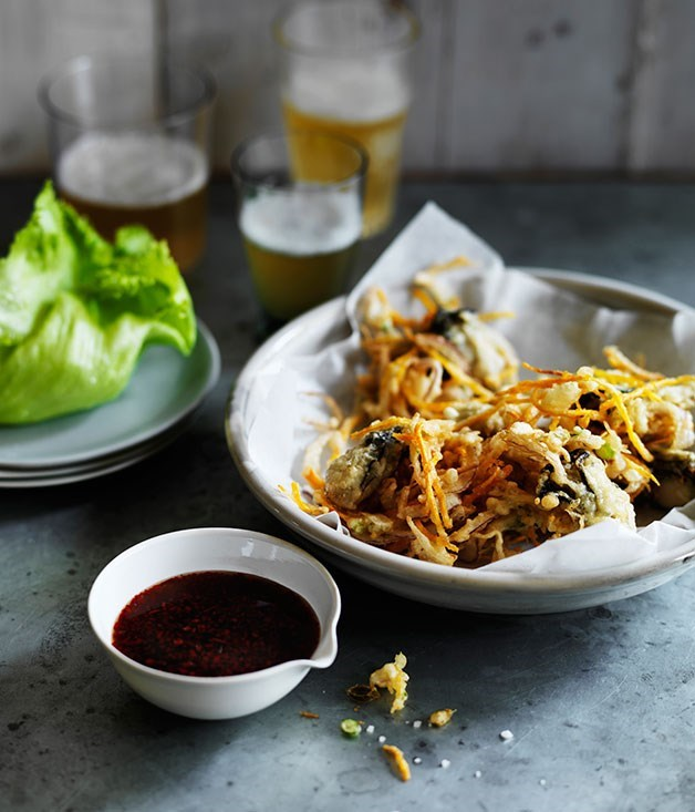 **Oyster fritters with tamarind sauce**