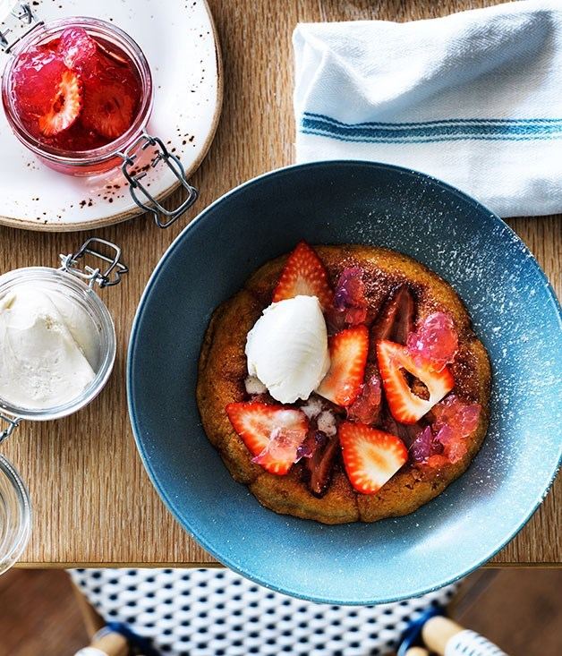 **Grilled strawberry cake with white chocolate and rosé**
