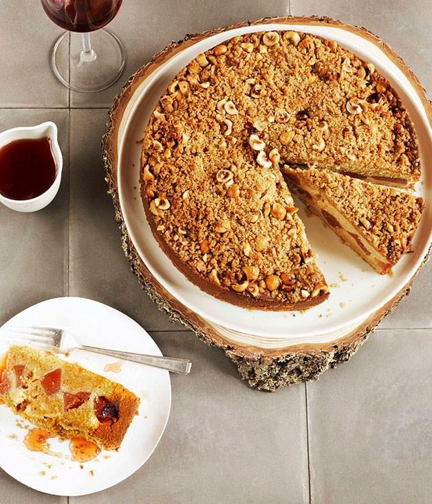 **Crème fraîche quince crumble cake**