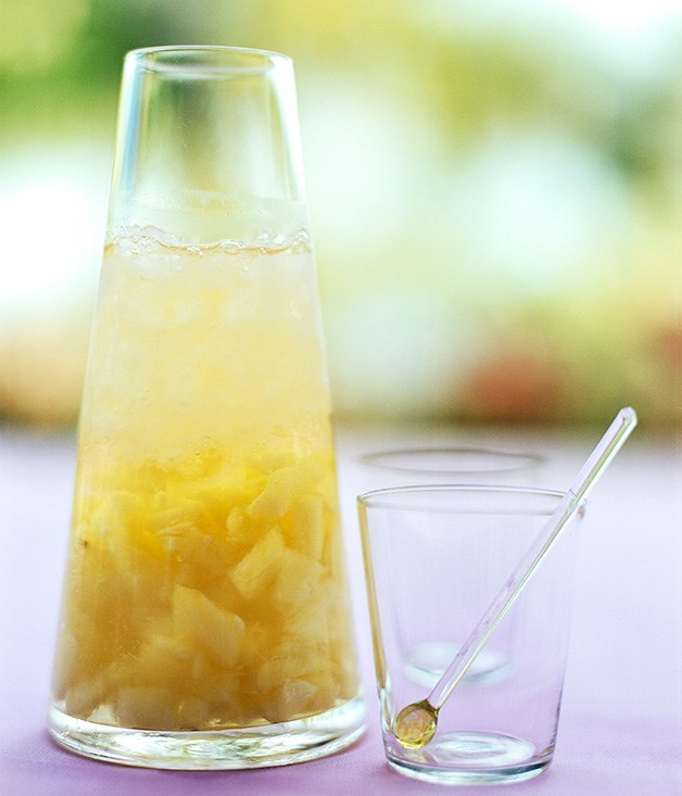 **Rum-pineapple punch** A fast rum-pineapple punch recipe.