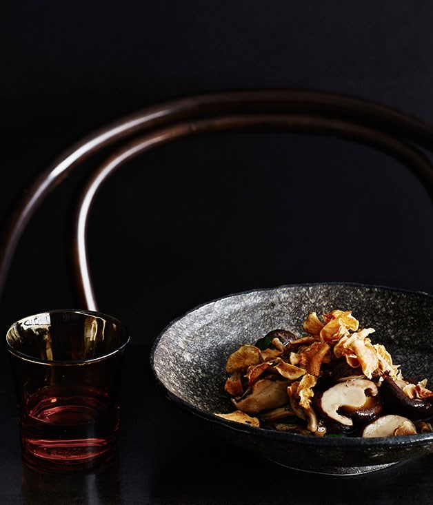 "[**Chinese mushrooms with warrigal greens and jerusalem artichokes**](https://www.gourmettraveller.com.au/recipes/chefs-recipes/chinese-mushrooms-with-warrigal-greens-and-jerusalem-artichokes-8306|target=""_blank"")"