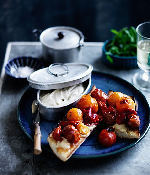 **Anchoïade toasts with roasted tomatoes and capsicum**