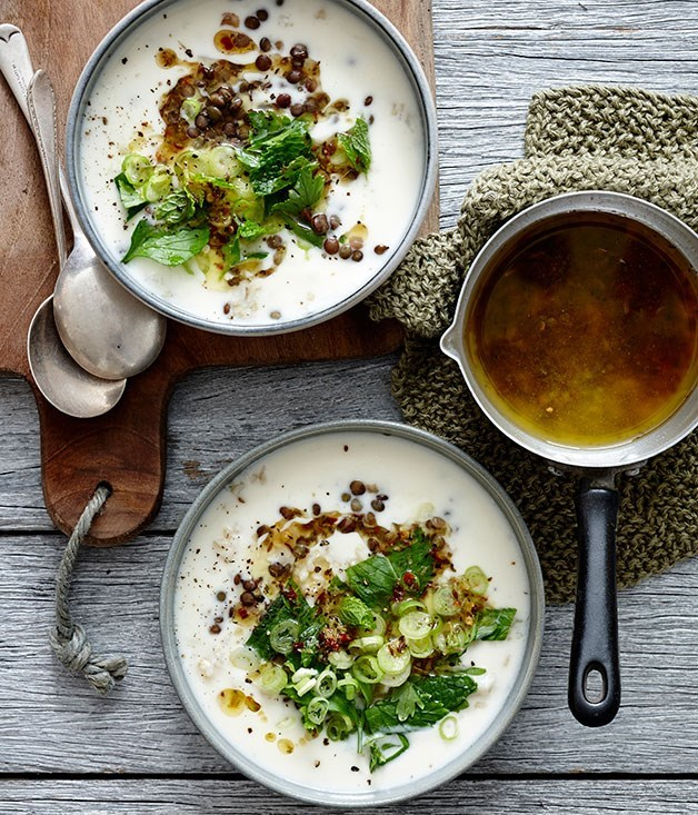 **Lemon-yoghurt soup with lentils, brown rice and herbs**