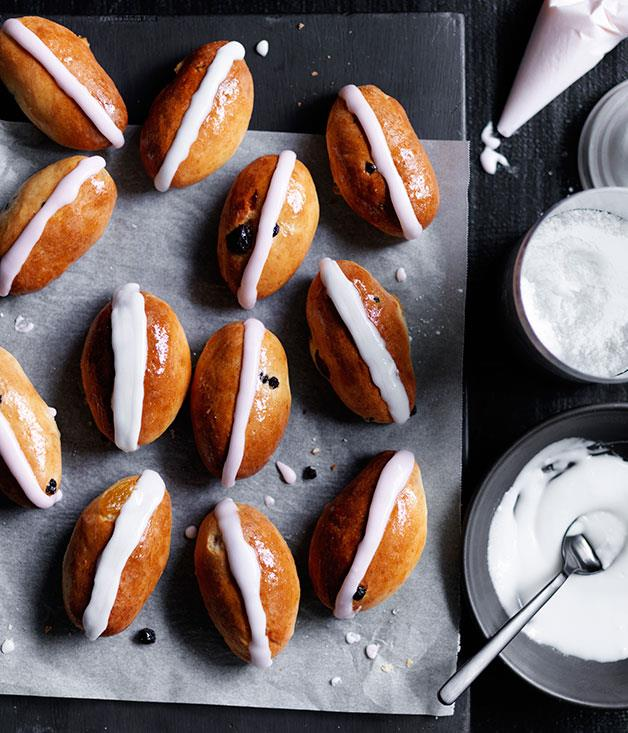 "[Mini finger buns](http://www.gourmettraveller.com.au/recipes/browse-all/mini-finger-buns-12483|target=""_blank"")"