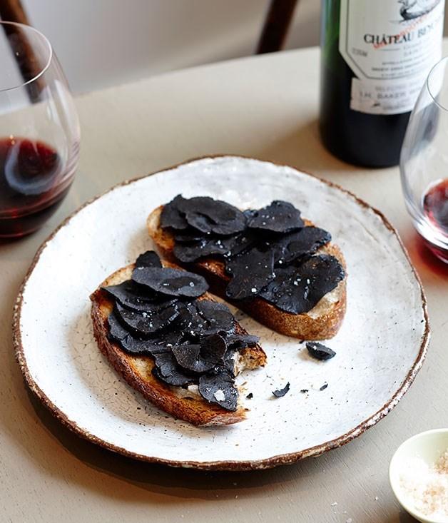 **Baked whole truffles in salt (truffes au gros sel)**
