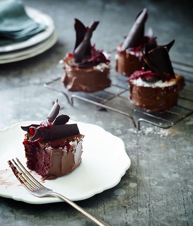 "[**Beetroot chocolate mud cakes**](https://www.gourmettraveller.com.au/recipes/chefs-recipes/beetroot-chocolate-mud-cakes-8220|target=""_blank"")"