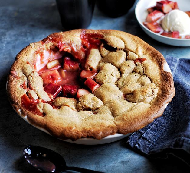 Rhubarb, brown sugar and fennel pie