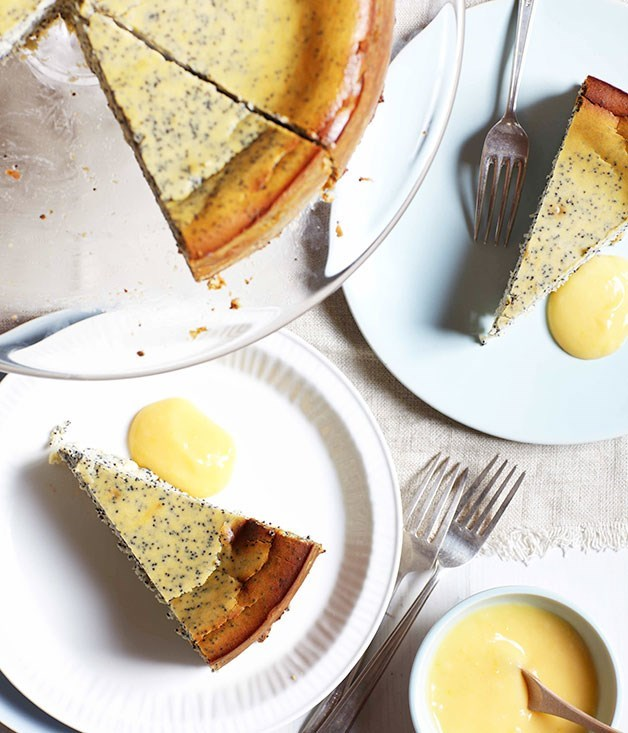 **Poppy seed and ricotta cake with lemon curd**