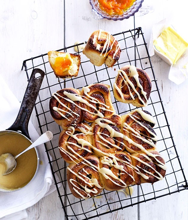 **Jammy mandarin and cinnamon buns**