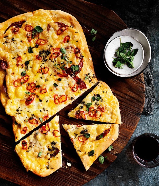 **Four-cheese and sopressa pizza with chilli**