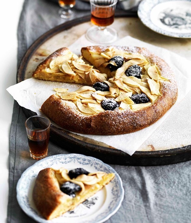 **Apple and prune brioche tart**