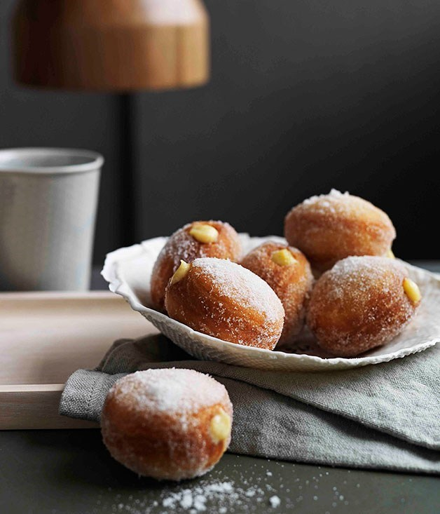 **Beer doughnuts with pastry cream**