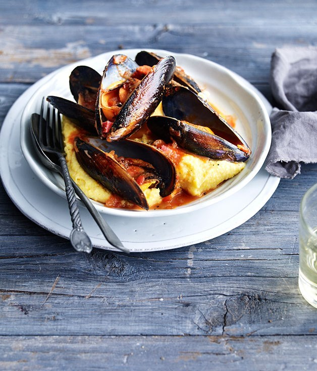 **Mussels with buttered polenta**