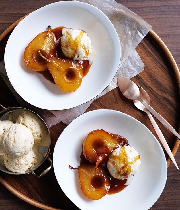 **Caramel pears with rice pudding ice-cream**