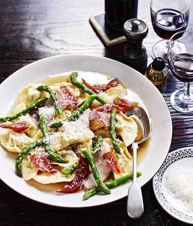 **Mezzalune di maiale con guanciale brasato e asparagi (Mezzalune ravioli with braised pork cheek and asparagus)**