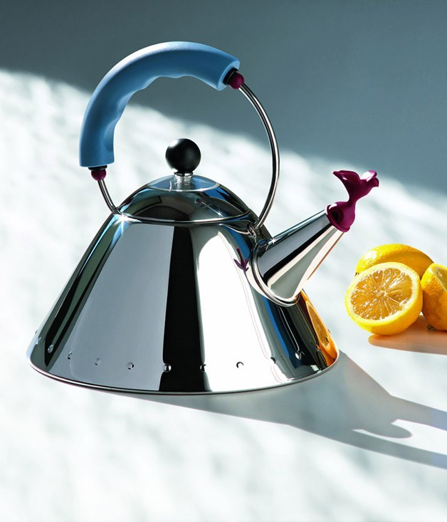 **Song bird** Inspired design touches were employed to convey heat. The blue handle signals that it's cool to touch, while the red bird signals warmth - famously singing when the water has boiled. It quickly became a design icon and led to a long partnership between Graves and Alessi that produced over 150 products in 30 years.