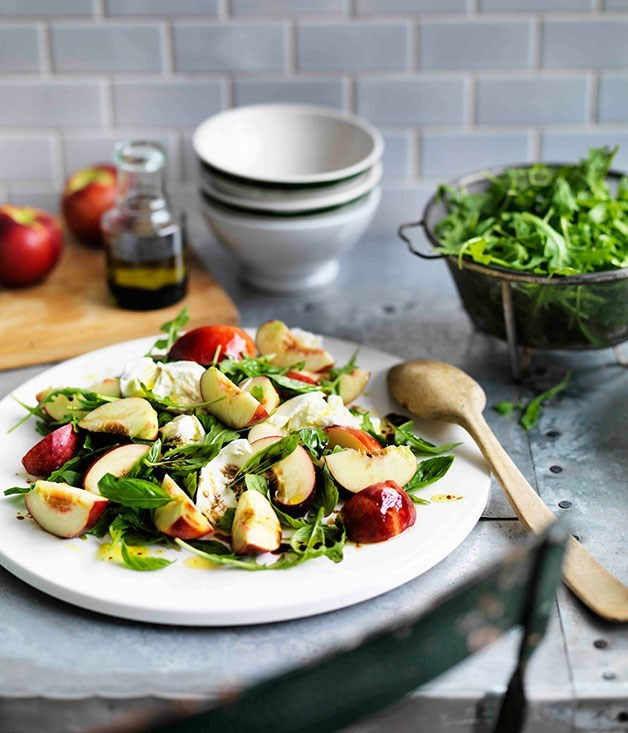 **Nectarine, buffalo mozzarella and rocket salad**