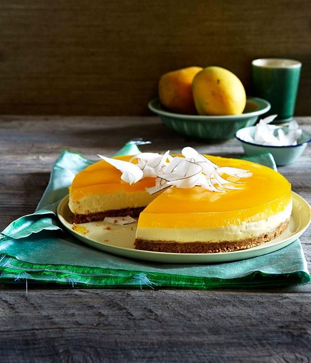 **Mascarpone and coconut cake with mango jelly**
