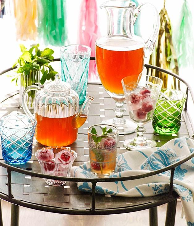 **Iced white tea with rose and mint**