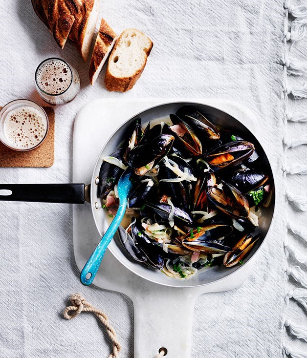 **Mussels with beer and bacon**