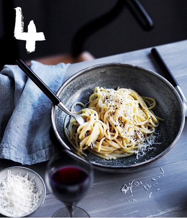 **Molto's spaghetti cacio e pepe**