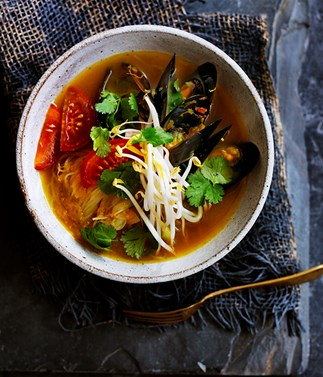 Mussels in fragrant broth with mung bean noodles