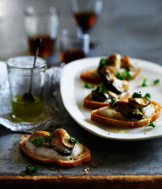 **Smoked oyster crostini with cauliflower and fennel cream**