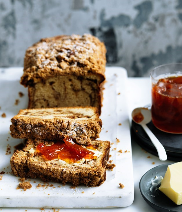 **Crème fraîche crumble cake with grapefruit marmalade**