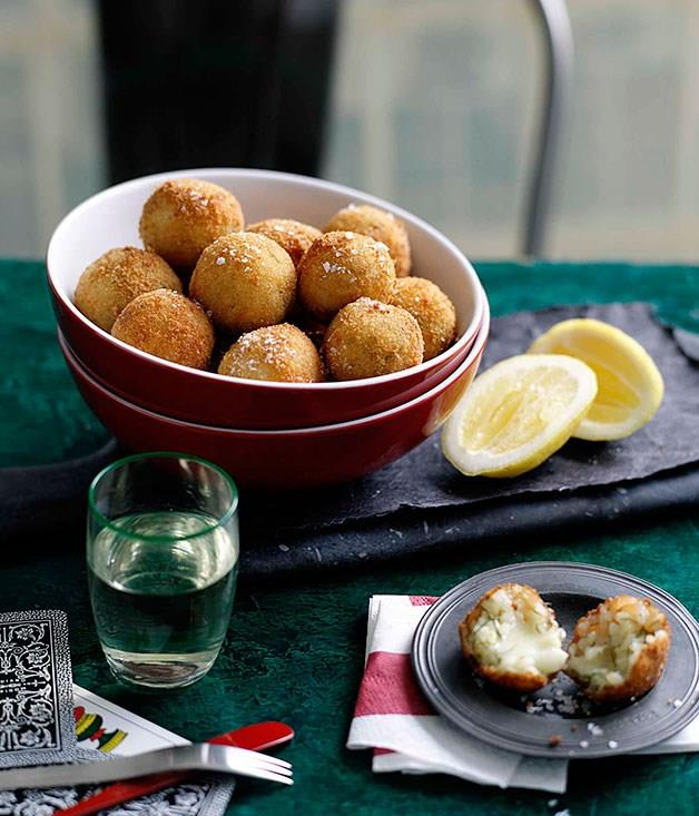 "[**Fennel and Fontina arancini**](https://www.gourmettraveller.com.au/recipes/browse-all/fennel-and-fontina-arancini-10505|target=""_blank"")"
