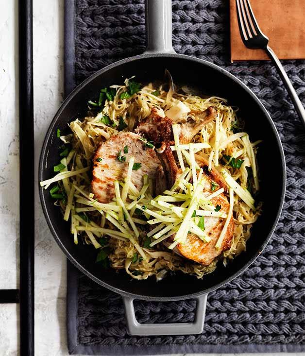 **Pork with cabbage, apple and mustard**