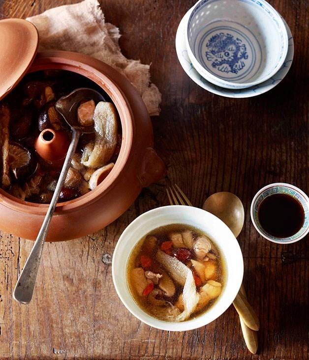 **Steam pot chicken (Qi gu ji)**