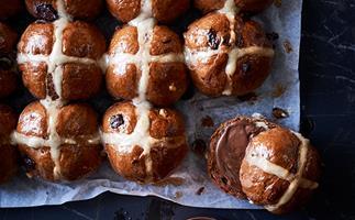 Choc-cross buns