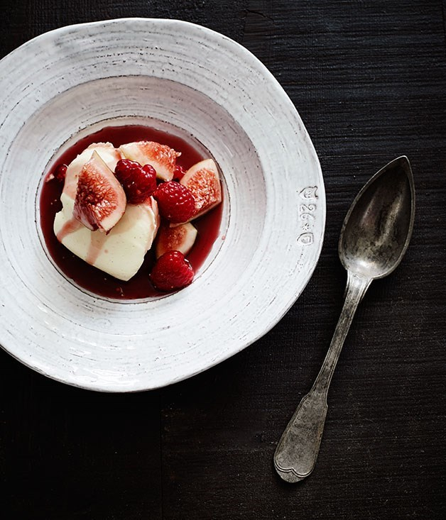**Crème fraîche panna cotta with red-wine figs**