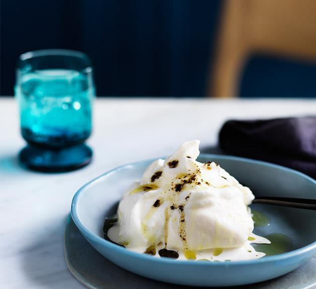 Soft meringue with ice-cream and kelp oil recipe