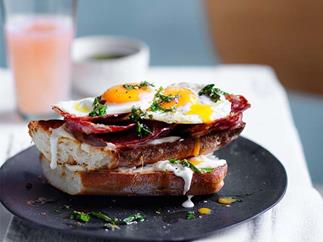 Fried egg and salami sandwich recipe