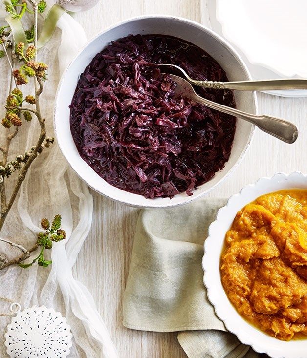 **Red cabbage braised in mulled wine**