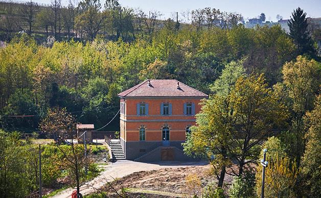 La Stazione, Barbaresco's winery in a train station