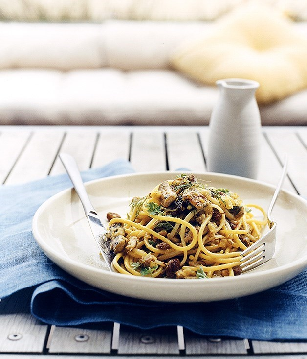 **Spaghettini with sardines, fennel and breadcrumbs**