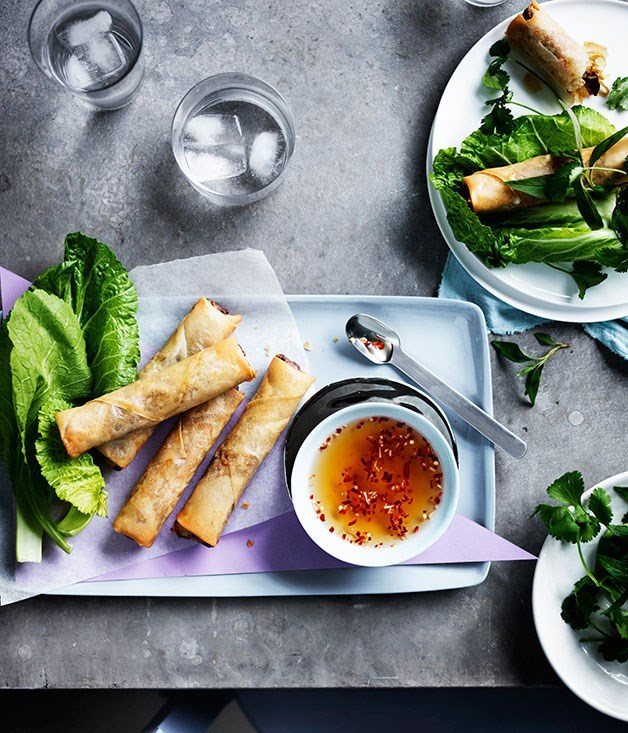 **Vietnamese spring rolls with mustard leaves and herbs**